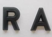 Modellzeichen aus schwarzem Kunststoff